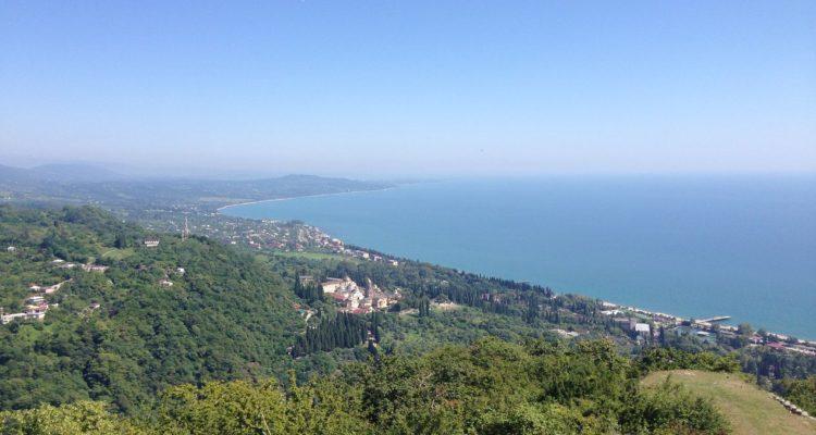 Красивый панорамный вид на Абхазию с Анакопийской (Новый Афон) крепости
